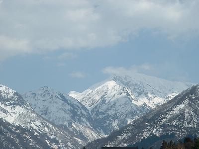 駒ケ岳の頂上はまだ真っ白です