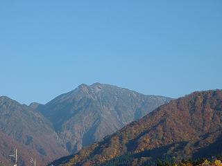 魚沼の小春日和の風景 ~ 駒ケ岳の頂上付近に降った初雪はほとんど消えました