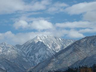 麓まですっかり雪化粧した駒ケ岳