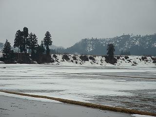 魚沼産コシヒカリの田んぼの雪解けがどんどん進んでいます