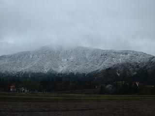 新潟県南魚沼市に初雪が降りました